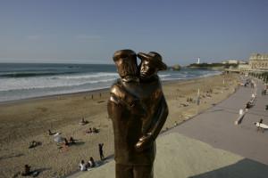 """La sculpture """"Abrazo"""" est la création d'Isabelle Esnult, le trophée du Festival Biarritz Amérique Latine"""